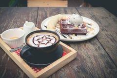 waffles шоколада с ванильным мороженым, бананом Стоковое Фото