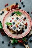 Waffles belgas com bagas frescas Fotografia de Stock Royalty Free
