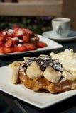 Waffles belgas com café Imagem de Stock Royalty Free