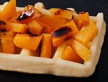 Waffles belgas com partes de abricó Imagem de Stock Royalty Free
