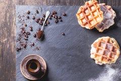 Waffles belgas e café Foto de Stock Royalty Free