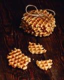 Waffles belgas na superfície de madeira Imagens de Stock