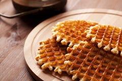 Waffles belgas na tabela de madeira Imagens de Stock Royalty Free