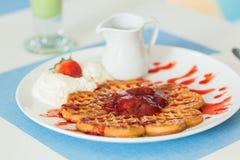 Waffles com atolamento de morango Fotos de Stock