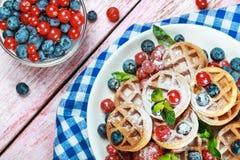 Waffles com bagas frescas Imagem de Stock Royalty Free