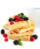 Waffles com bagas frescas Foto de Stock Royalty Free