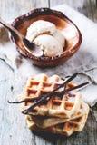 Waffles com baunilha e gelado Foto de Stock Royalty Free