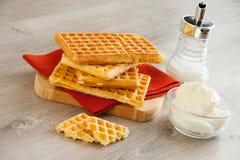 Waffles com chantiliy fotografia de stock