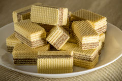 Waffles com close up do chocolate em uma placa branca Fotos de Stock