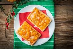 Waffles com doce do pêssego Fotografia de Stock Royalty Free