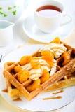 Waffles com gelado Fotografia de Stock