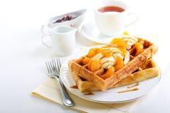 Waffles com gelado Imagem de Stock