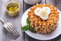 Waffles com mel e uma banana para o café da manhã Fotos de Stock