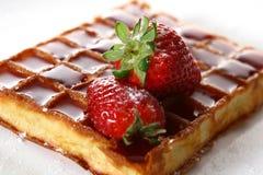 Waffles com morango e atolamento frescos Imagens de Stock