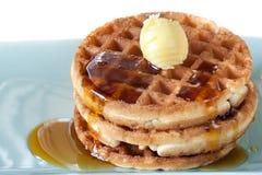 Waffles com xarope e manteiga Fotos de Stock