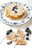 Waffles dados forma coração com bagas Imagem de Stock Royalty Free