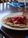 Waffles do café da manhã da morango e da framboesa Fotos de Stock Royalty Free
