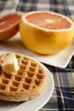Waffles e fruta Imagens de Stock