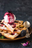 Waffles e gelado Imagem de Stock