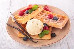 Waffles e gelado Fotografia de Stock Royalty Free
