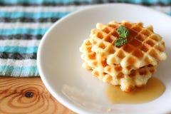 Waffles e uma xícara de café Fotos de Stock