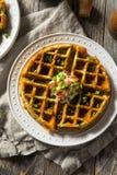 Waffles saborosos caseiros com bacon foto de stock