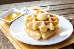 Waffles servidos com gelado Foto de Stock