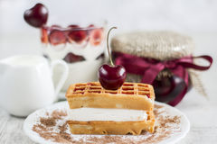 Waffles vienenses com cereja Fotos de Stock Royalty Free
