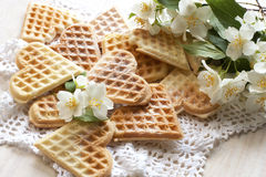 Waffles Zusammensetzung mit Blumen Stockfotografie