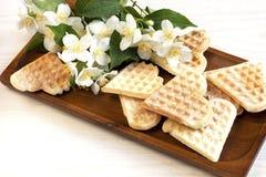 Waffles Zusammensetzung mit Blumen Lizenzfreie Stockfotos