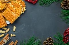 Wafle、花生和肉桂条,分支圣诞树 免版税图库摄影
