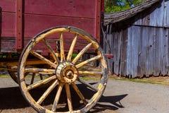 Wagen Kaliforniens Kolumbien in einer alten Westgoldrausch-Stadt stockbilder