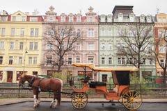 Wagen, Karlovy Vary (Karlsbad lizenzfreie stockfotografie