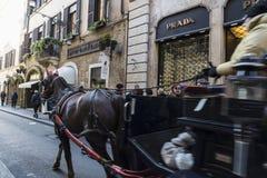 Wagen mit Pferd in Rom, Italien Stockbild