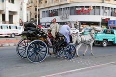 Wagen mit Pferden Stockfoto