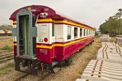 Wagen und Betonschwellen der alte Tradition Blockwagen-dritten Klasse Stockfoto