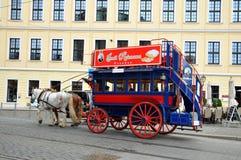 Wagen und Paarreise in Dresden Stockbild