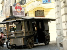 Wagen voor het verkopen van hotdogs Stock Foto's