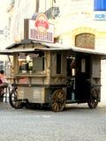Wagen voor het verkopen van hotdogs en dranken royalty-vrije stock fotografie