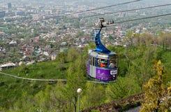 Wagon kolei linowej linia Kok-Tobe góra w Almaty obrazy royalty free