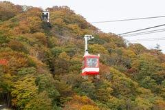 Wagon kolei linowej przy Akechidaira plateau w jesieni Fotografia Stock