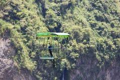 Wagon kolei linowej używa dla obserwować Agoyan spadki blisko Banos, Ekwador Obrazy Stock