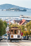 Wagon Kolei Linowej z Alcatraz w tle, San Fransisco, CA, usa Obrazy Royalty Free
