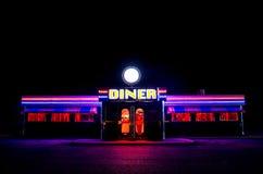 Wagon-restaurant américain fleurissant la nuit image libre de droits