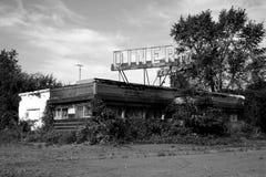 Wagon-restaurant de bord de la route abandonné images libres de droits