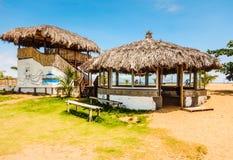 Wagon-restaurant primitif sur la plage à Monrovia Le Libéria, Afrique de l'ouest Photos libres de droits