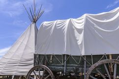 Wagon train and wigwam Wyoming USA stock photography
