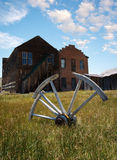 Wagon wheel in rural setting Royalty Free Stock Image