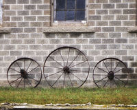 Wagon Wheels. Some old wagon wheels leaning against a barn Royalty Free Stock Photos