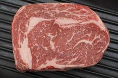 Wagyu在平底锅的牛排从上面 免版税库存图片